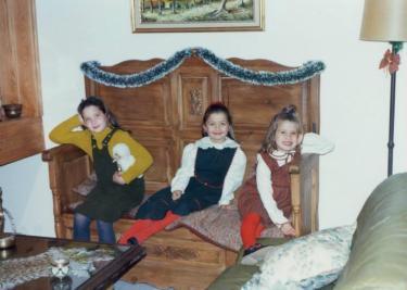 Con sus hermanas-peques